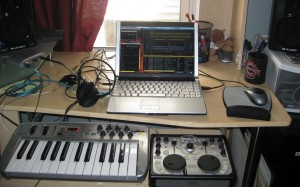 Laptop, sonica multichannel sound card, midi keyboard (for effects), and Hercules DJ MP3